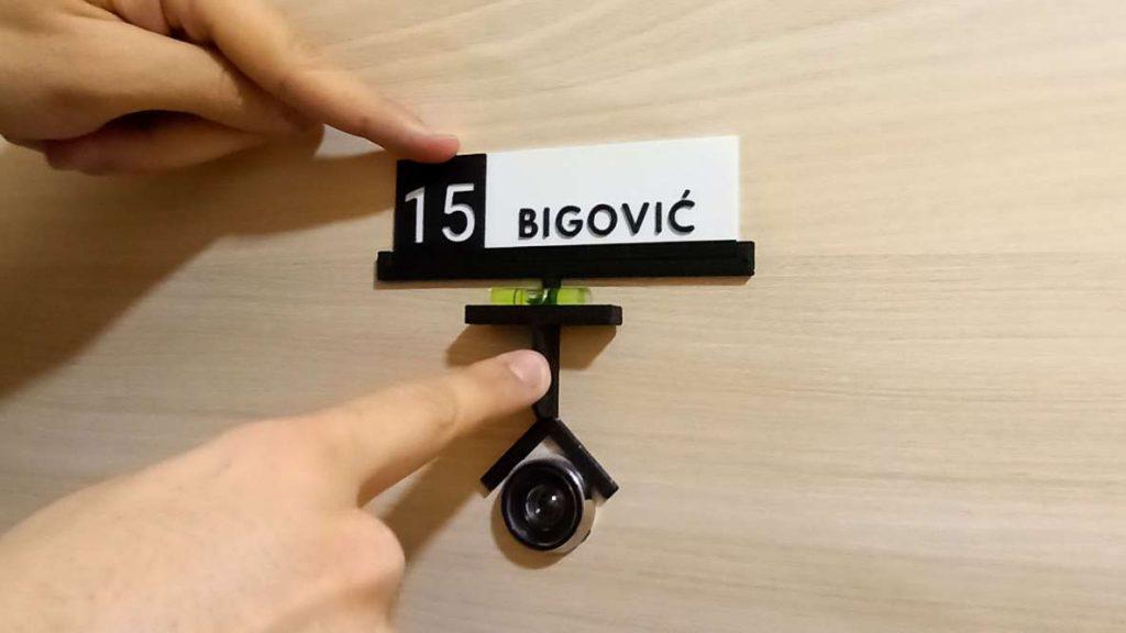 3d štampa pločica za ulazna vrata stana sa prezimenom i brojem stana